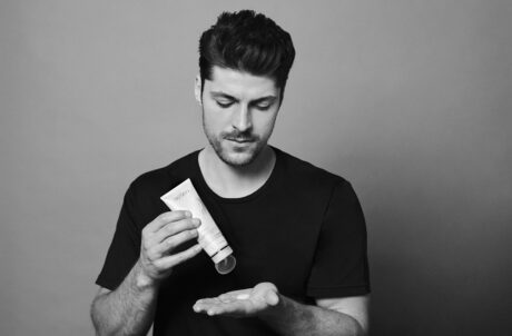 2 ageloc-lumispa-cleansing-models-man-how-to-use-1 (2) (1)
